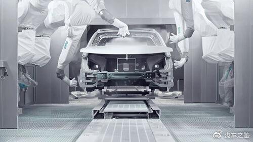 高合城市精品工厂油漆车间配备杜尔DURR最新一代涂装机器人
